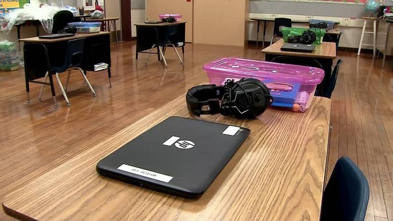 Los niños de Luisiana apenas regresaban a clases tras la interrupción de año y medio debido al...