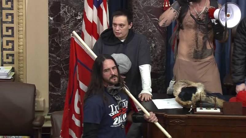 En esta imagen de archivo del video de la Policía del Capitolio de los EE. UU., Paul Allard...