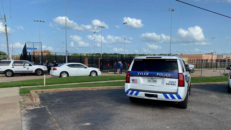 Un cuerpo fue encontrado en un sitio de trabajo de Tyler ISD el sábado.