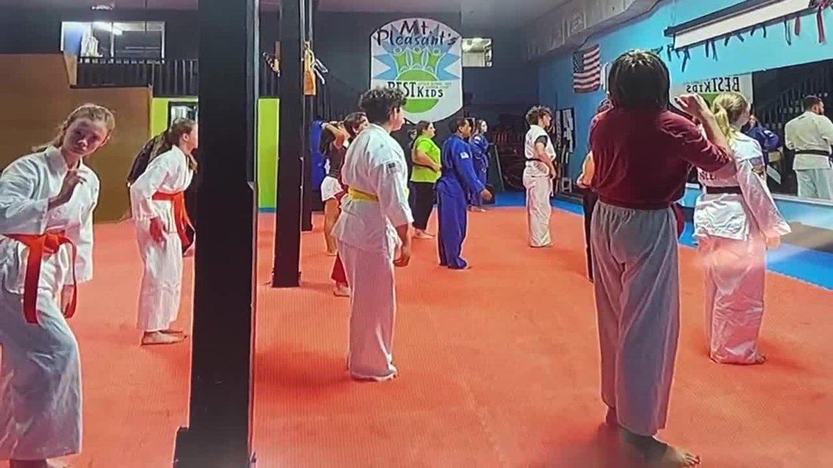 Campamento de útiles escolares de artes marciales