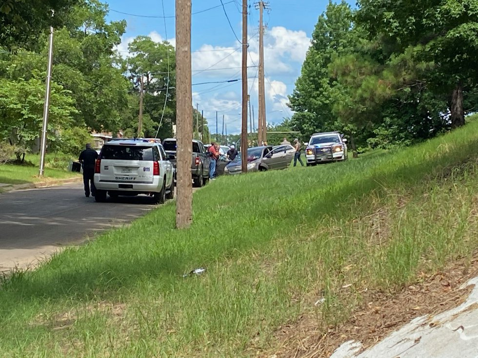 Smith County deputy injured during pursuit of suspect
