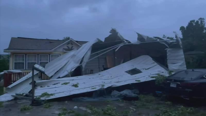Los daños causados por la tormenta tropical Elsa se ven en el condado de Camden, Georgia.